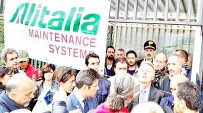 """Attacco dei sindacati aeroportuali:""""Montezemolo poco informatosu Alitalia System"""