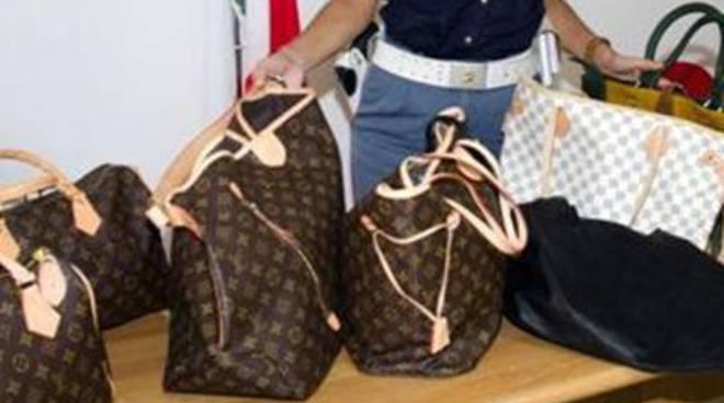 Borse e occhiali taroccati, 6500 prodotti sequestrati a Latina