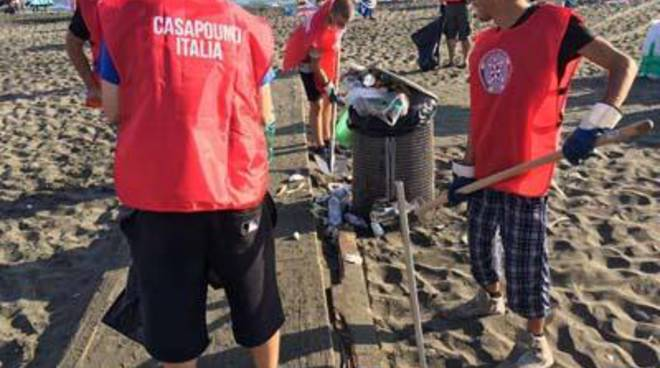 CasaPound riqualifica la spiaggia dell'ex Amanusa