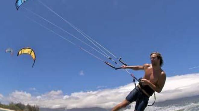 Controlli a Fregene: Kitesurf pericoloso, scattano le multe