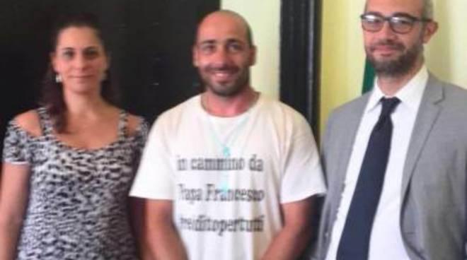 Da Livorno a Roma per chiedere il reddito di cittadinanza, Angelo De Vitiis ricevuto al Pincio