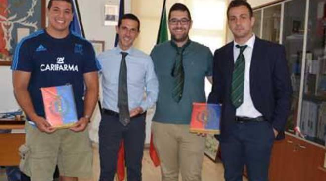 Eccellenze del territorio, il Sindaco incontra i rugbisti pometini Adriano Daniele e Sami Panico