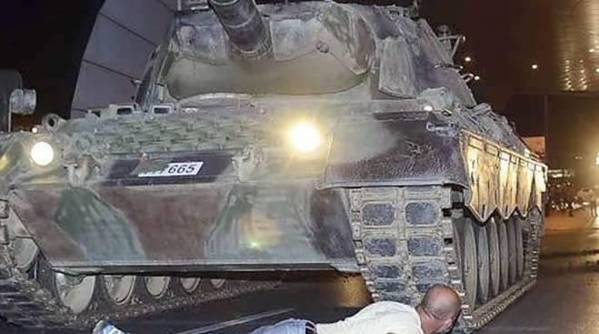 #GolpeTurchia, fallito colpo di Stato contro Erdogan