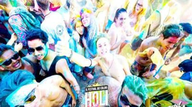 Il festival dei colori anche in aiuto dell'India