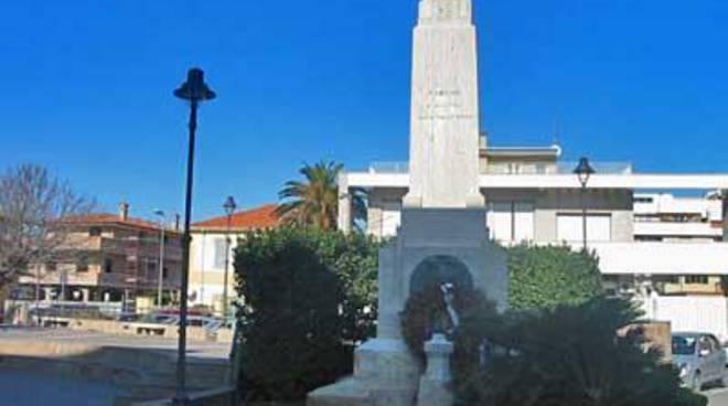 Il monumento ai caduti è un simbolo della memoria