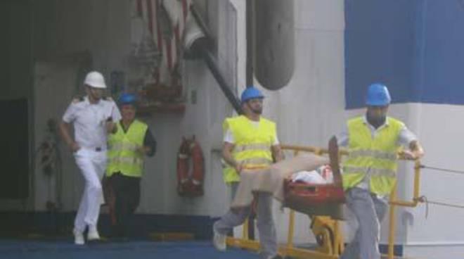 Incendio e inquinamento in porto: la Guardia Costiera si esercita