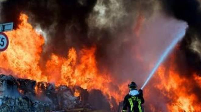 """Incendio Roncigliano, Di Fiori: """"E' emergenza ambientale"""""""
