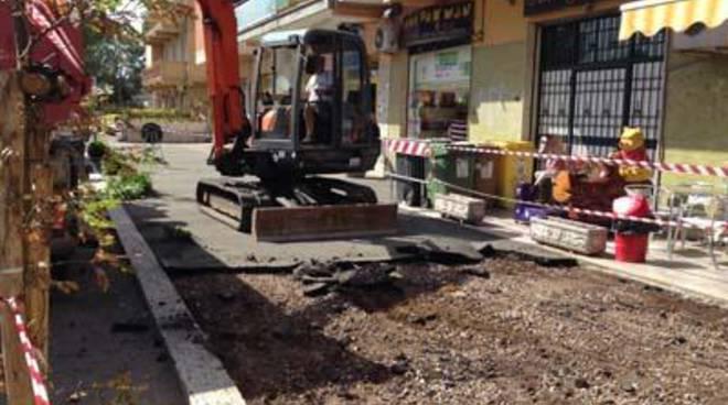 Marciapiedi di via Carlo Alberto Dalla Chiesa, ripartono i lavori per la sistemazione