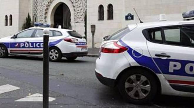 Parigi, assalitori in chiesa al grido di Daesh. Sgozzato un prete