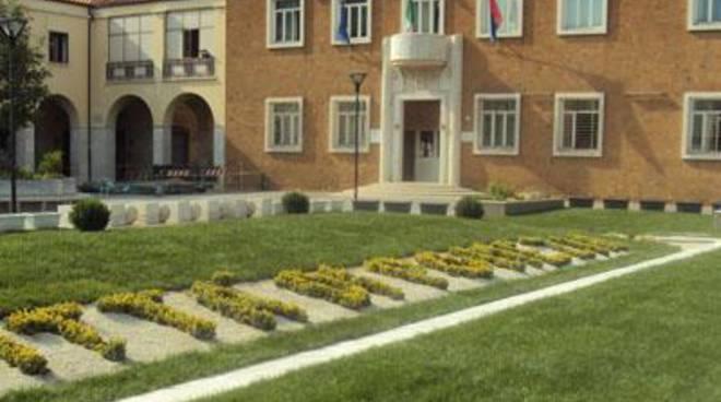 Percorsi pedonali e ciclabili di piazza Indipendenza e piazza De Giorgio a Pomezia