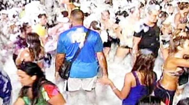 Stasera ad Aranova lo schiuma-party più grande d'Italia