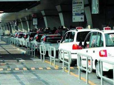 Taxi fuori stalli: raffica di multe per 20mila euro