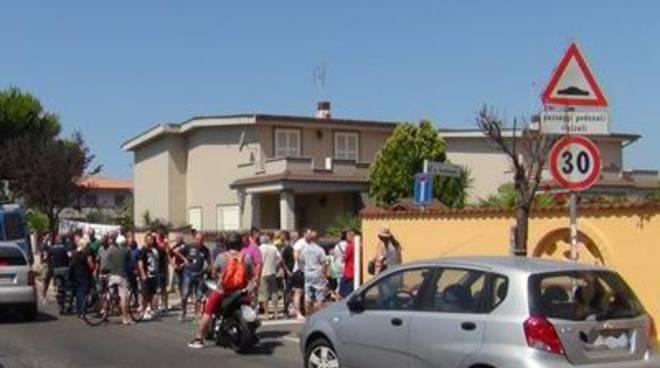 """Via Bombonati, i residenti: """"No razzisti: ignorati dal Comune e strumentalizzati dagli altri"""""""