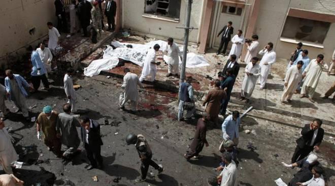attentato pakistan avvocati