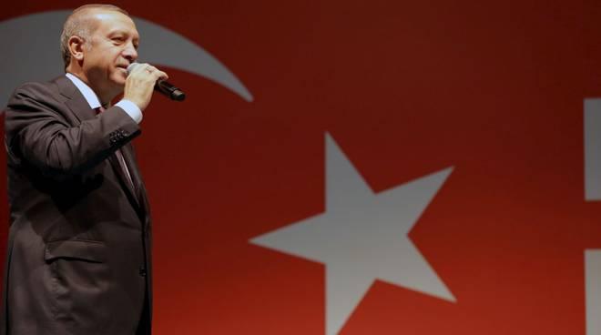 bagno di folla per erdogan
