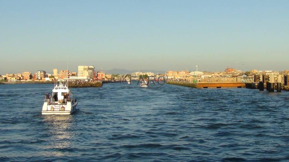 fiumicino, processione a mare