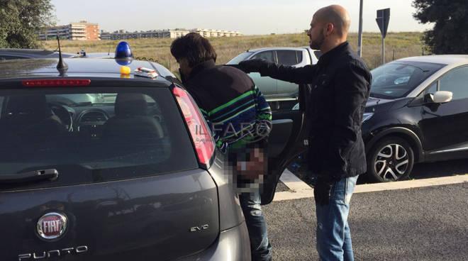 Rapina una donna con una siringa a Metro Anagnina, arrestato 40 enne