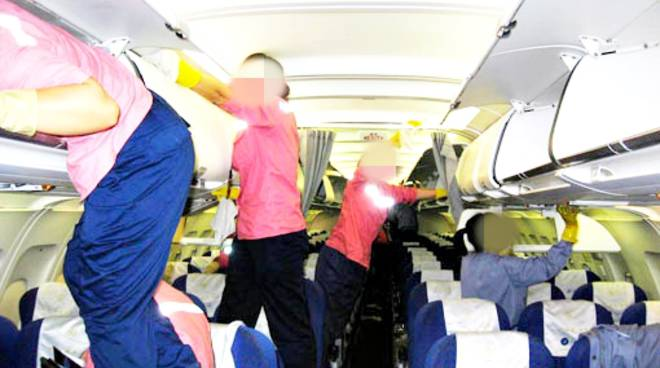 pulizie a bordo aereo