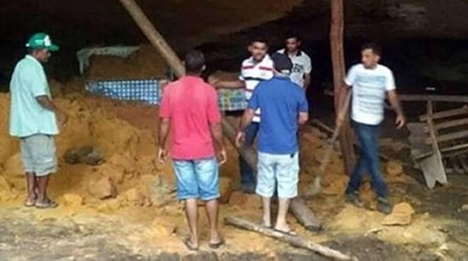 brasile crollo grotta preghiera