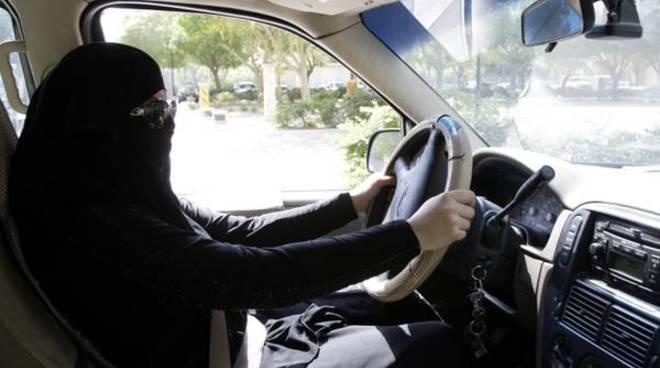 donne arabe al volante