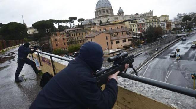 roma blindata cecchini in azione