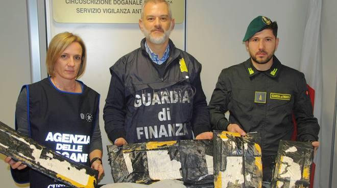 guardia di finanza, sequestro droga aeroporto di fiumicino