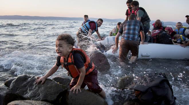 migranti minorenni 'adottati' dall'Italia