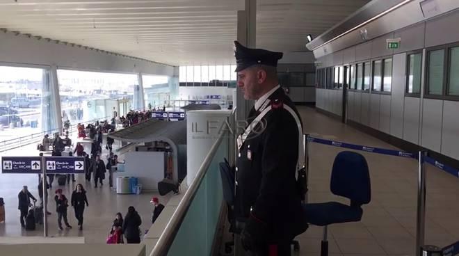 carabinieri in aeroporto