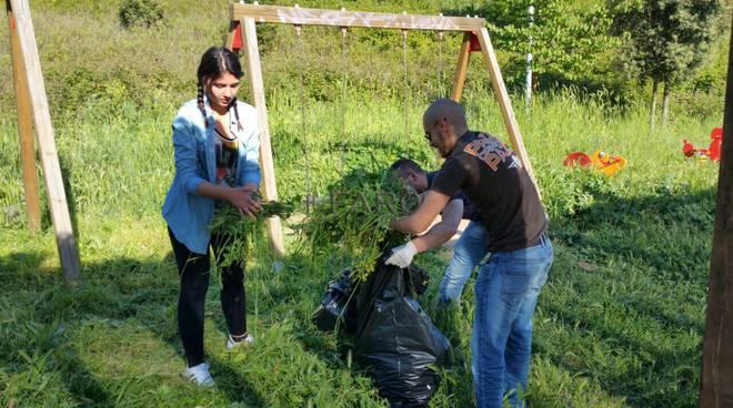casaPound pulisce un parco