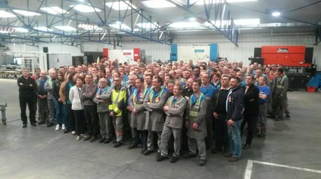 Perdono il lavoro, minano la fabbrica, protesta shock a #Parigi