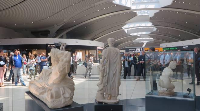 statue aeroporto