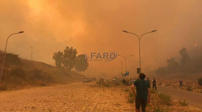messina in fiamme