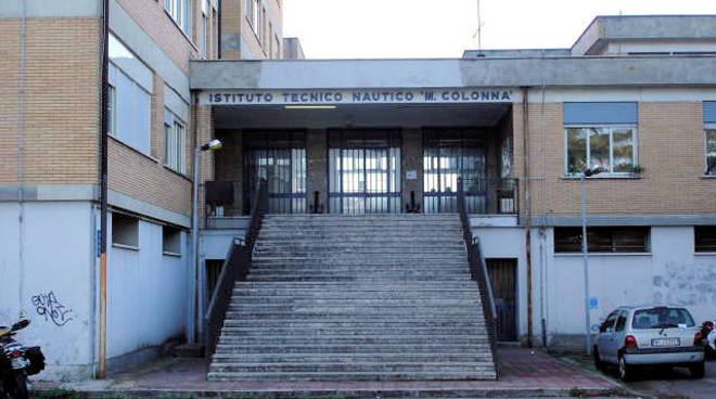 Istituto nautico di anzio arrivati gli arredi scolastici for Arredi scolastici