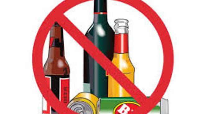 divieto di servire alcolici, superalcolici e bevande in vetro