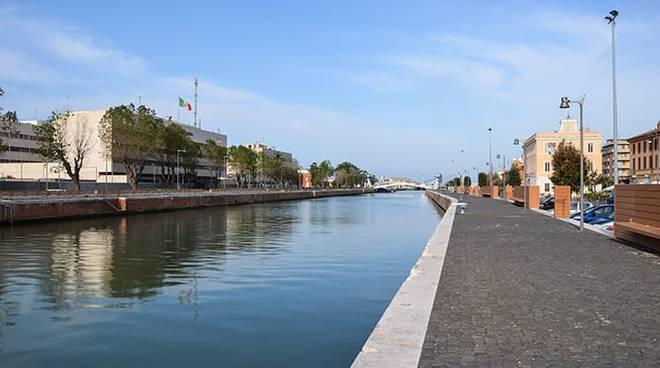 porto canale banchina fiumicino
