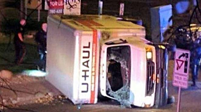 camion contro la folla in canada