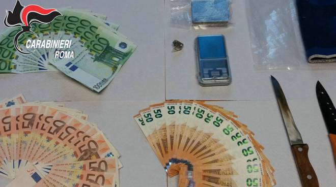 Arrestati pusher coinquilini sequestro 80g hashish e 3500 euro
