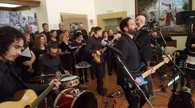 Anzio sold out al concerto della pace con Mezzadri dei Marcello's Ferial