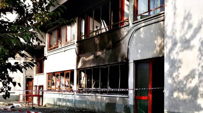 Civitavecchia incendio scuola Don Milani