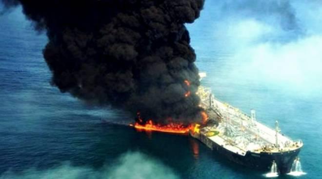 petroliera mar della cina