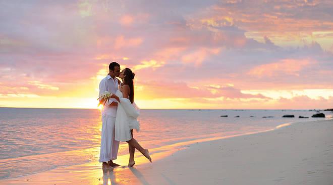 Matrimonio Spiaggia Anzio : Auguri agli sposi da anzio a ladispoli ecco l elenco delle