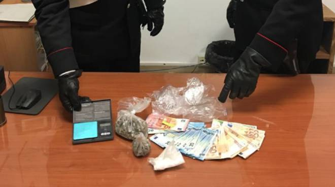 Spaccio: trovato con marijuana e cocaina, 51enne arrestato dai carabinieri a Scauri