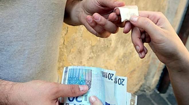 Fondi / Sorpreso a cedere eroina a un giovane, arrestato 28enne indiano