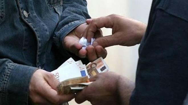 Capannelle, scoperto supermarket della droga: tre arresti