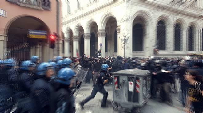 corteo manifestanti bologna