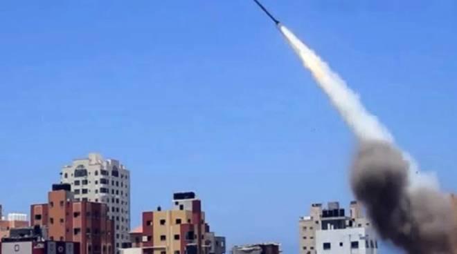 Razzo da Gaza a Israele, l'esercito bombarda una postazione di Hamas
