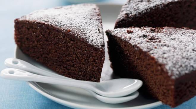 La Torta al Cioccolato è un tipico dolce italiano delizioso e facilissimo  da preparare. E  perfetta da gustare in ogni momento della giornata 8f789d51772