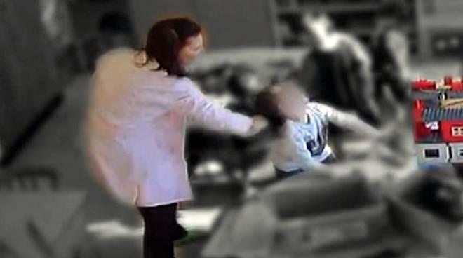 maestra arrestata a Fiumicino
