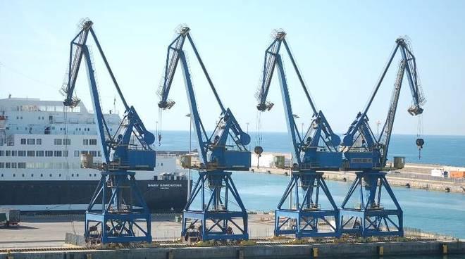 Porto di Civitavecchia sequestro gru Gtc