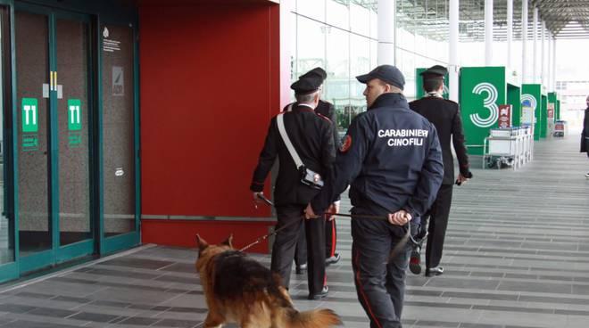 aeroporto controlli carabinieri